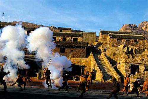 地雷战景区位于海阳市朱吴镇,距离城区12公里,占地面积6000多亩,总