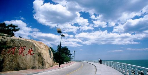 中海滩位于北戴河海滨风景区的中心地带,这里沙软.