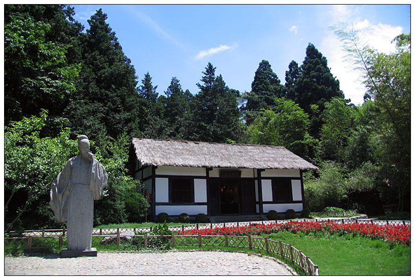 白居易草堂位于江西庐山风景区花径公园内,.
