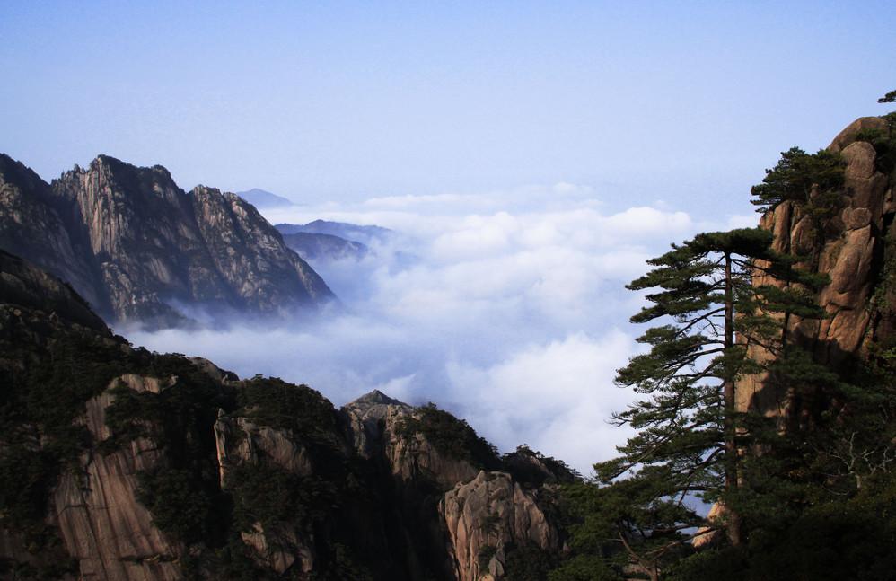 黄山北海景区是黄山景区的腹地,在光明顶与始信峰,狮子峰,白鹅峰之间