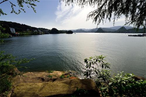 百花湖风景区位于贵阳西北郊,景区总面积8.