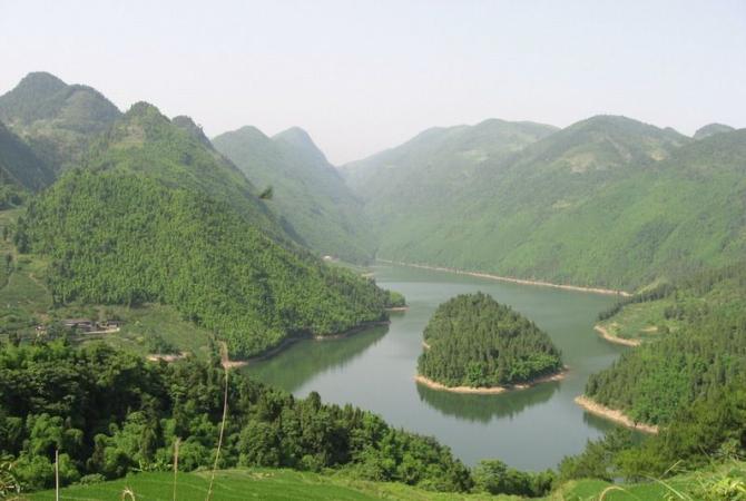 天湖旅游风景区位于著名的从化温泉省级旅游.