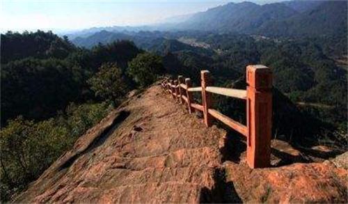 鸣凤山风景区位于远安县城西南3.5公里处.