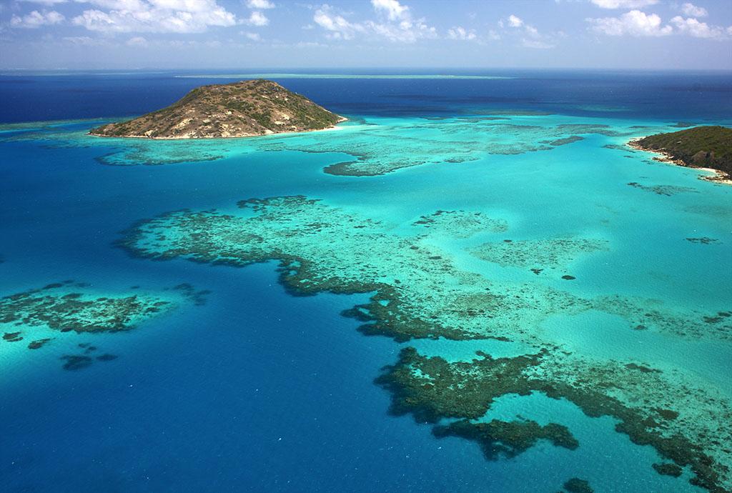 澳大利亚地�_是世界七大自然景观之一,也是澳大利亚人最引以为自豪的天然景观.